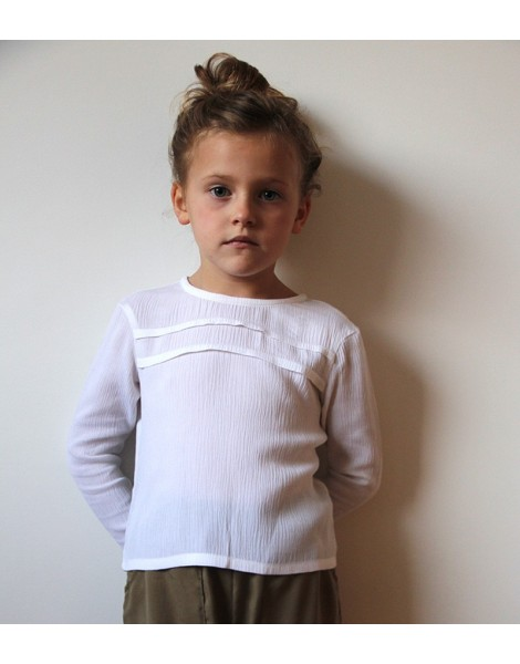 Niña con Camisa Jaretas Blanca