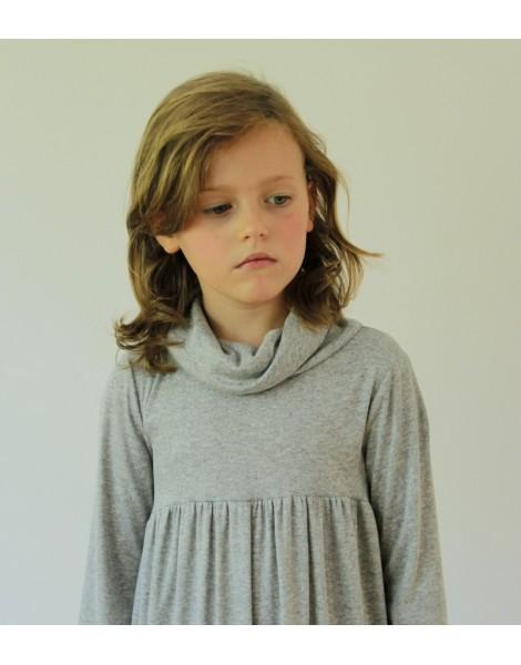 Niña con Vestido Amberes detalle