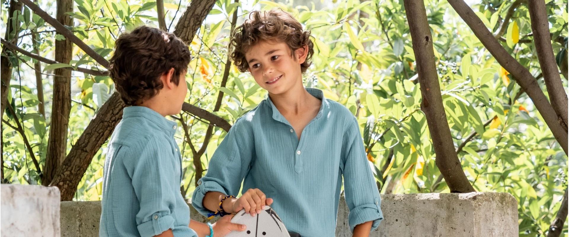 camisas y bañadores para niños